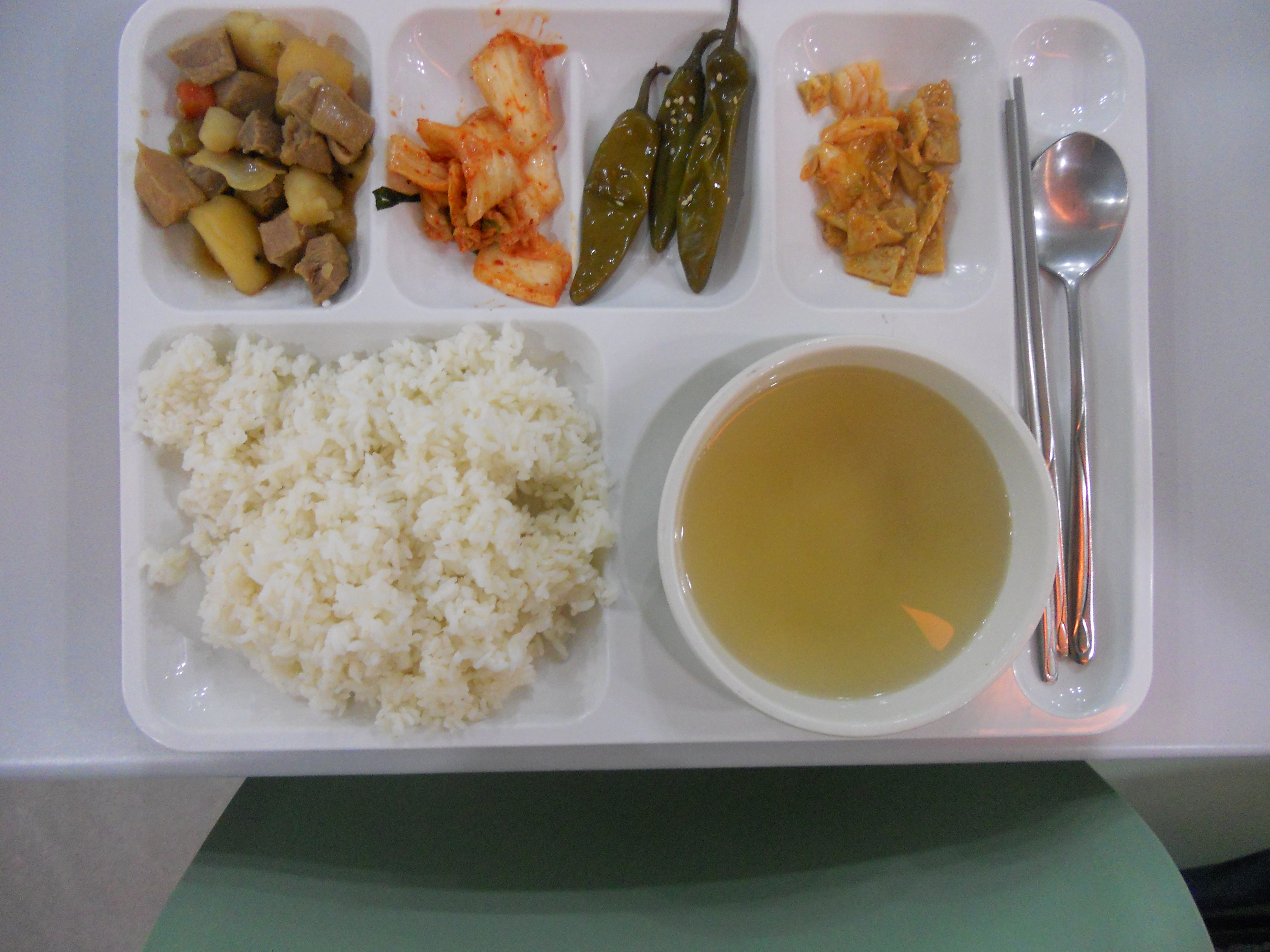 not satisfied with school canteen food St vincent's primary school canteen policy background the school canteen can reinforce nutrition messages being taught in the classroom by modelling healthier food and drink choices that are tasty, interesting and affordable.